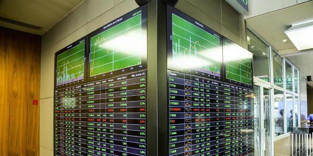 Bloomberg: Οι επενδυτές βλέπουν όλο και περισσότερο την Ελλάδα ως ασφαλές μέρος για να τοποθετήσουν τα χρήματά τους