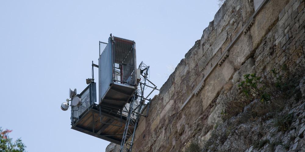 Παρασκήνιο με το αναβατόριο στην Ακρόπολη - Η αποπομπή της αρχαιολόγου και η υπαναχώρηση της κυβέρνησης