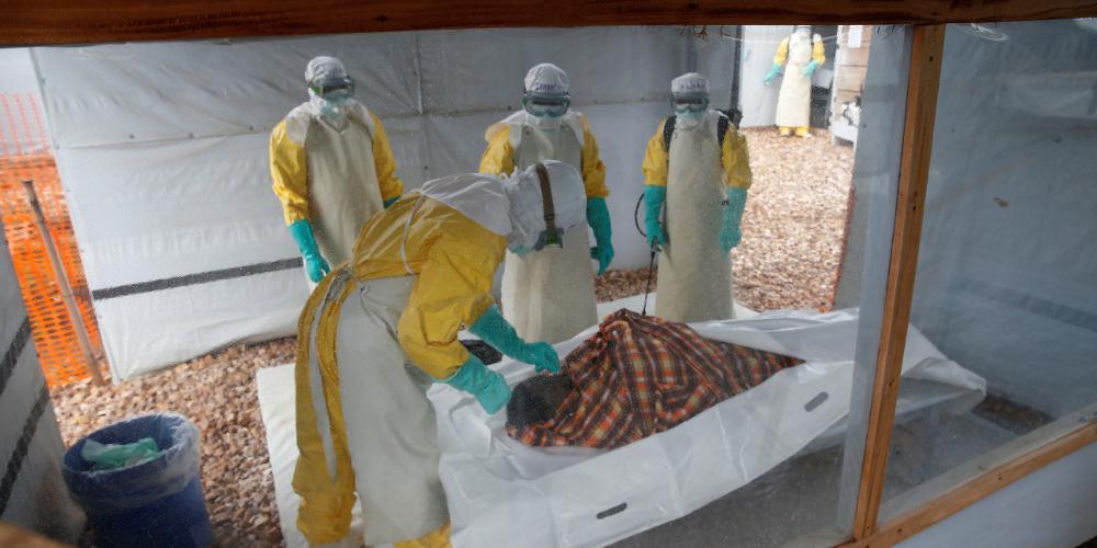 Συναγερμός στον ΠΟΥ: Εξετάζει αν η πανδημία του Έμπολα στην Αφρική συνιστά παγκόσμια απειλή