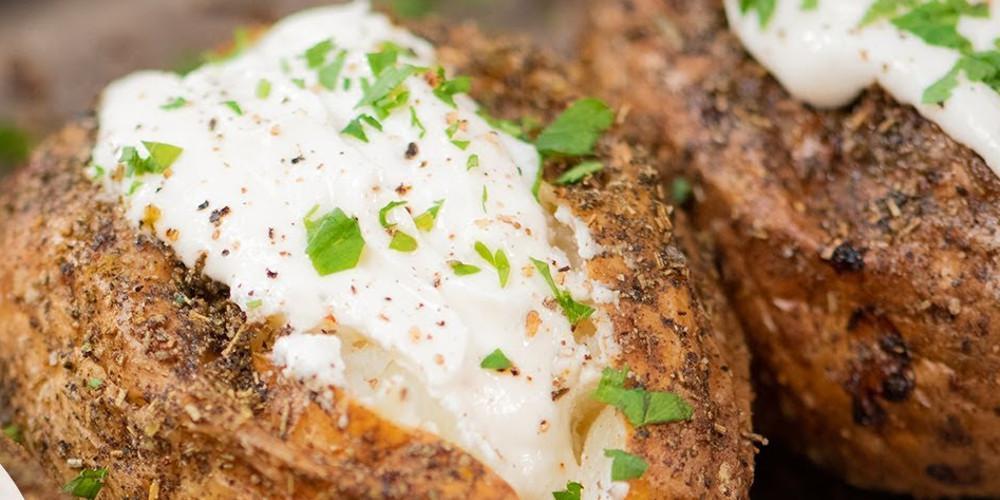Η συνταγή της ημέρας: Γεμιστές πατάτες με φέτα από τον Τάσο Αντωνίου