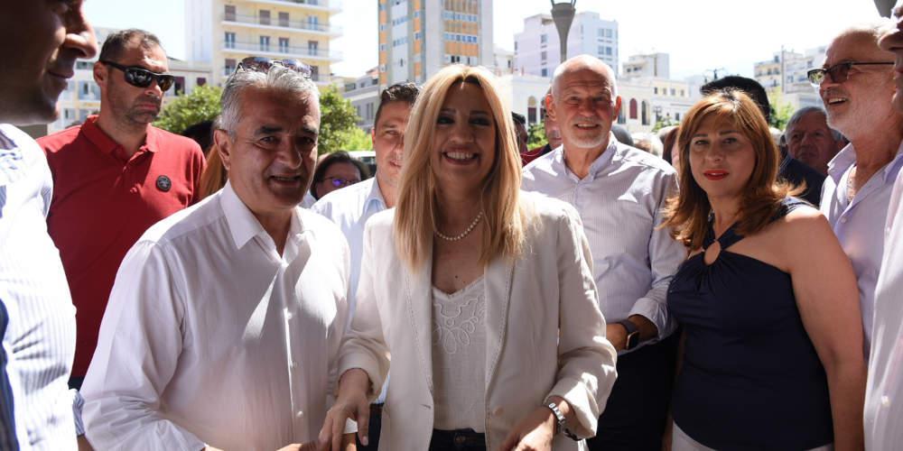 Ο Γιώργος Παπανδρέου υποδέχθηκε την Φώφη Γεννηματά στο εκλογικό κέντρο του ΚΙΝΑΛ στην Πάτρα [εικόνες]