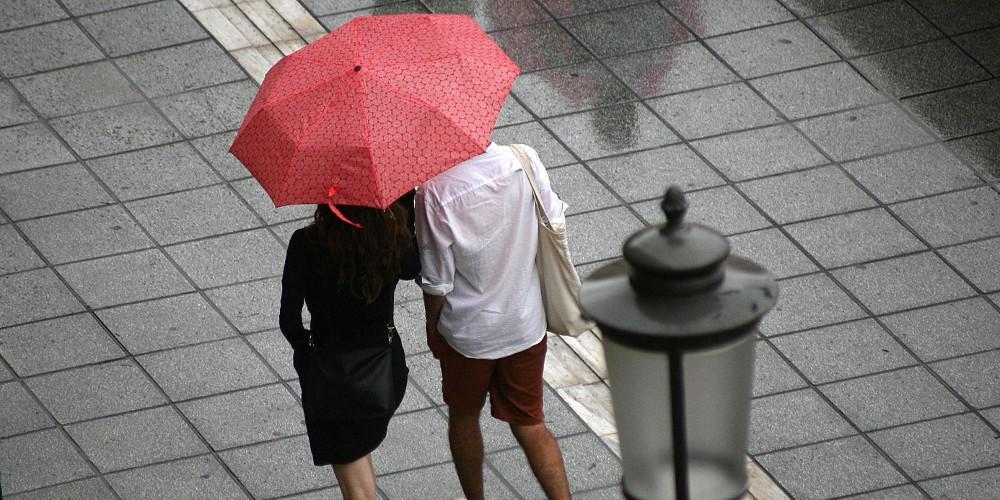 Πρόγνωση καιρού: Φθινοπωρινό Σάββατο με πτώση θερμοκρασίας και βροχές