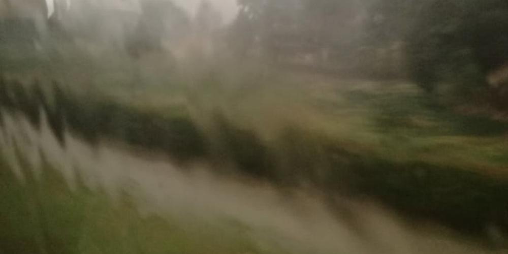 Ισχυρή καταιγίδα στο Δερβένι: «Δίπλωσε» νταλίκα - Ακινητοποιήθηκε λεωφορείο του ΚΤΕΛ