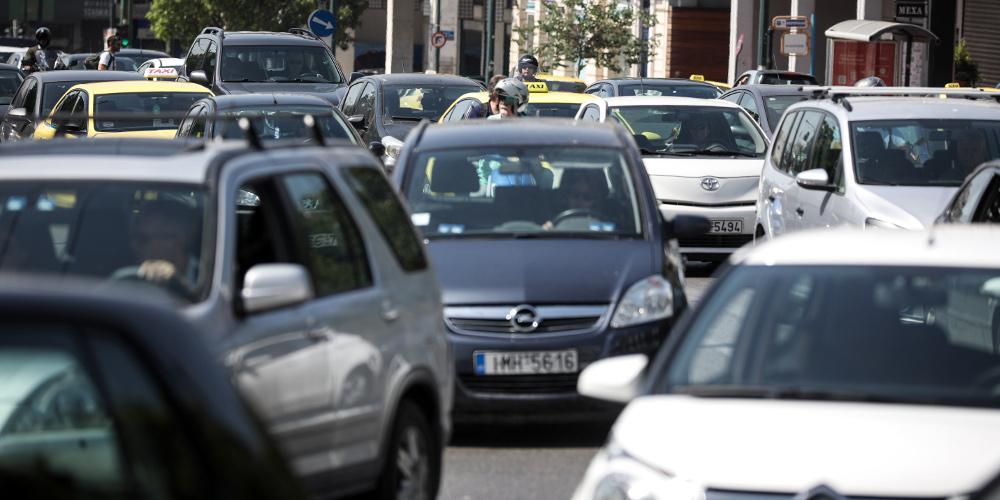 Κίνηση: Τεράστιο μποτιλιάρισμα στην Αθηνών-Λαμίας - Πολλά προβλήματα και στον Καρέα