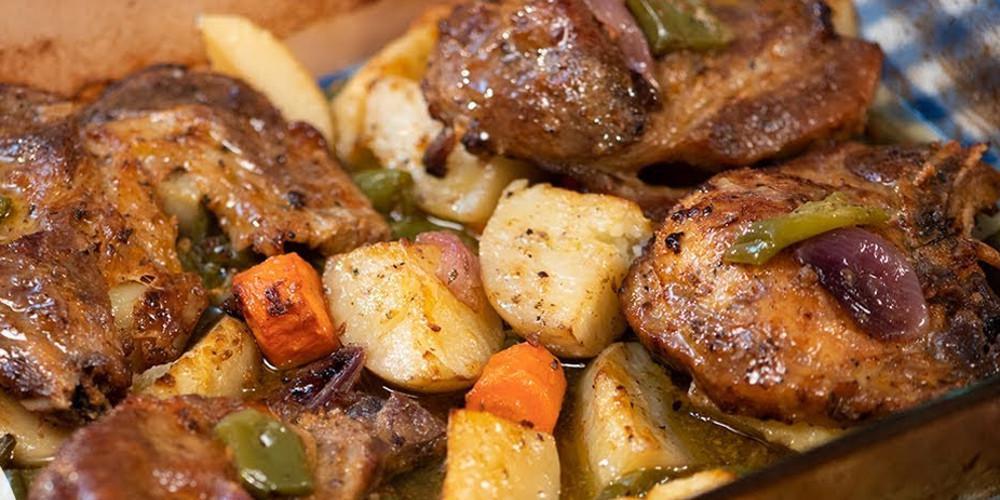 Η συνταγή της ημέρας: Μπριζόλες με πατάτες από τον Τάσο Αντωνίου