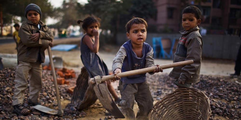 Παγκόσμια Ημέρα κατά της Παιδικής Εργασίας: Δουλεύουν με αμοιβή ένα φρούτο