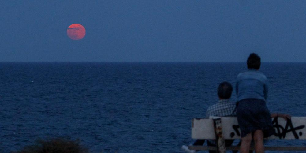 «Φεγγάρι της Φράουλας»: Την Πέμπτη η τελευταία υπερπανσέληνος