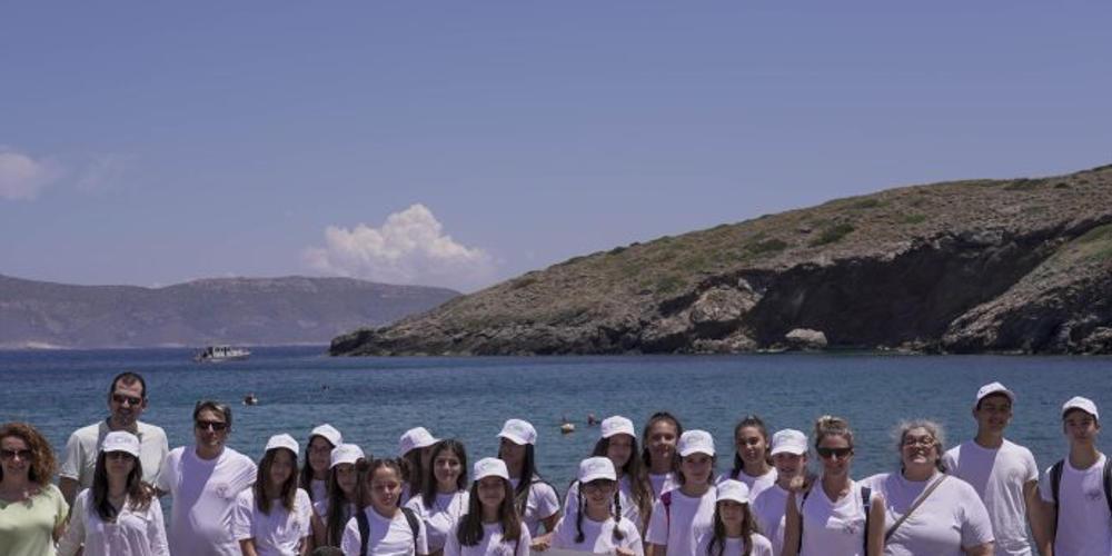 Περιβαλλοντική παρέµβαση στο Λαύριο: Παιδιά και ειδικοί καθάρισαν την παραλία Βρυσάκι
