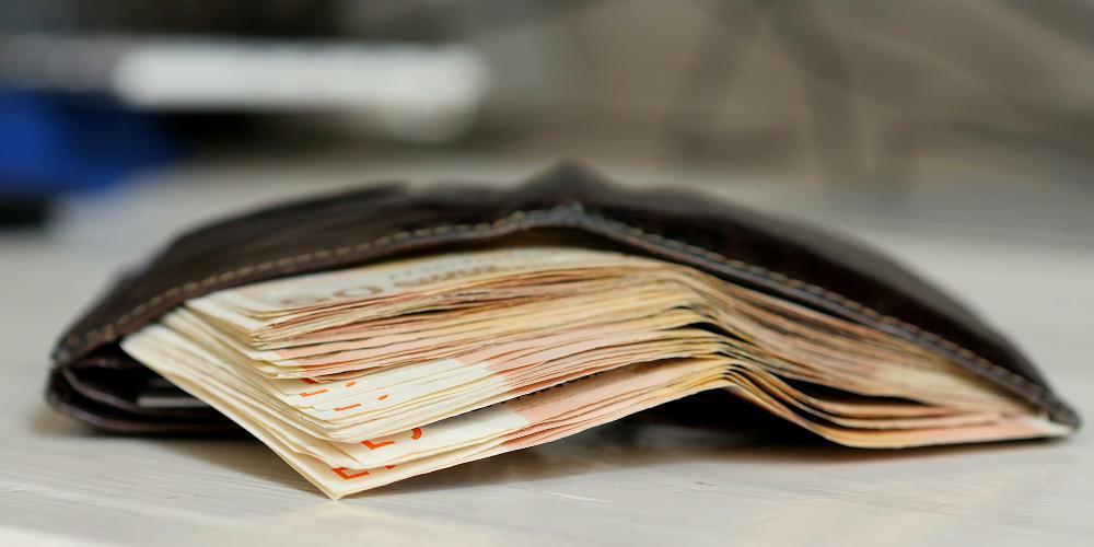 Έρευνα: 1 στους 2 Έλληνες θα επέστρεφε χαμένο πορτοφόλι με πολλά χρήματα