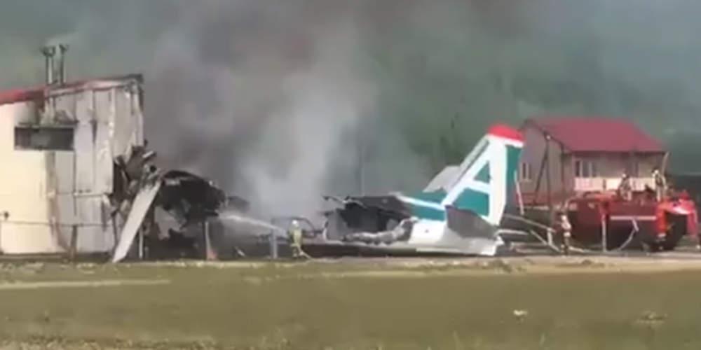 Τραγωδία: Δύο νεκροί και 19 τραυματίες από αεροπορικό δυστύχημα στη Ρωσία [βίντεο]