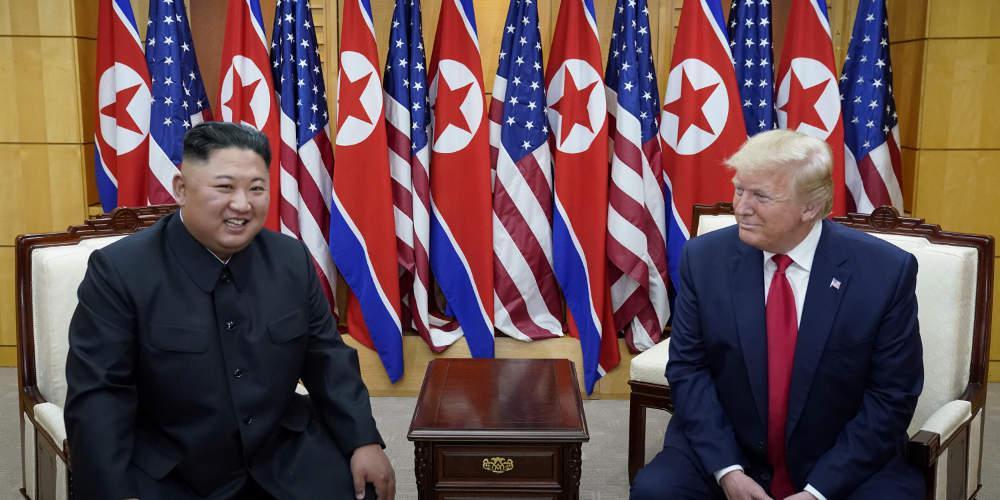 Ιστορική στιγμή: Ο Τραμπ έγινε ο πρώτος Αμερικανός πρόεδρος που πάτησε στη Βόρεια Κορέα [εικόνες & βίντεο]