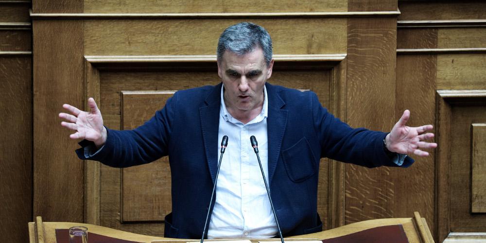 Εν μέσω τρομολαγνείας από Τσακαλώτο ψηφίστηκε η τροπολογία για το αφορολόγητο και έκλεισε η Βουλή