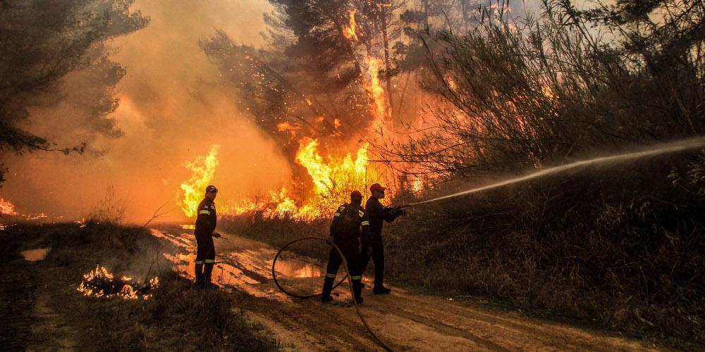 Σε εξέλιξη η πυρκαγιά στην Αρχαία Ολυμπία - Ετοιμότητα για εκκένωση στον Ξηρόκαμπο