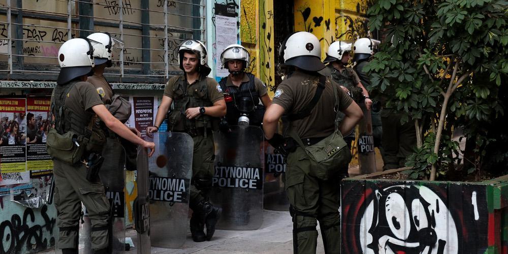 Συνελήφθη 23χρονος για τις επιθέσεις κατά αστυνομικών στα Εξάρχεια