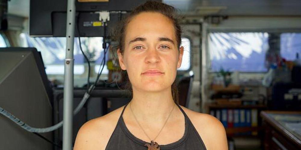 Πλοίο ανθρωπιστικής οργάνωσης έδεσε χωρίς άδεια στο λιμάνι της Λαμπεντούζα