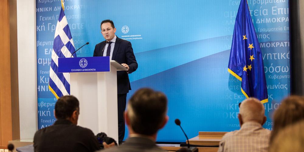 Πέτσας: Ο ΣΥΡΙΖΑ επιλέγει να ταυτιστεί με τους μπαχαλάκηδες - Πώς αντιδρούν τα κόμματα