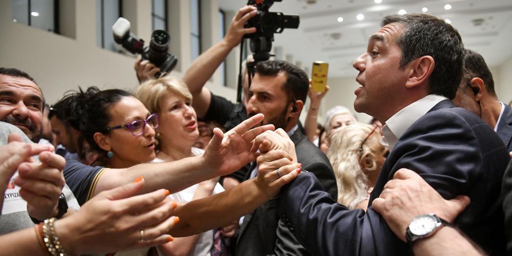 Ο ΣΥΡΙΖΑ επιδίδεται σε… κωλοτούμπες ακόμα και ως αντιπολίτευση!