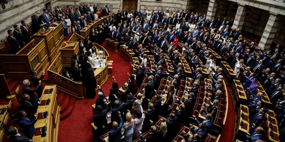 Ορκίστηκαν οι 300 της νέας Βουλής - Παρασκήνιο και φωτογραφίες