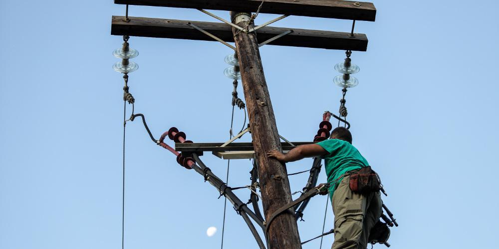 ΔΕΔΔΗΕ: Αποκαταστάθηκε η ηλεκτροδότηση και στα τελευταία νοικοκυριά - Συνεχίζονται οι εργασίες