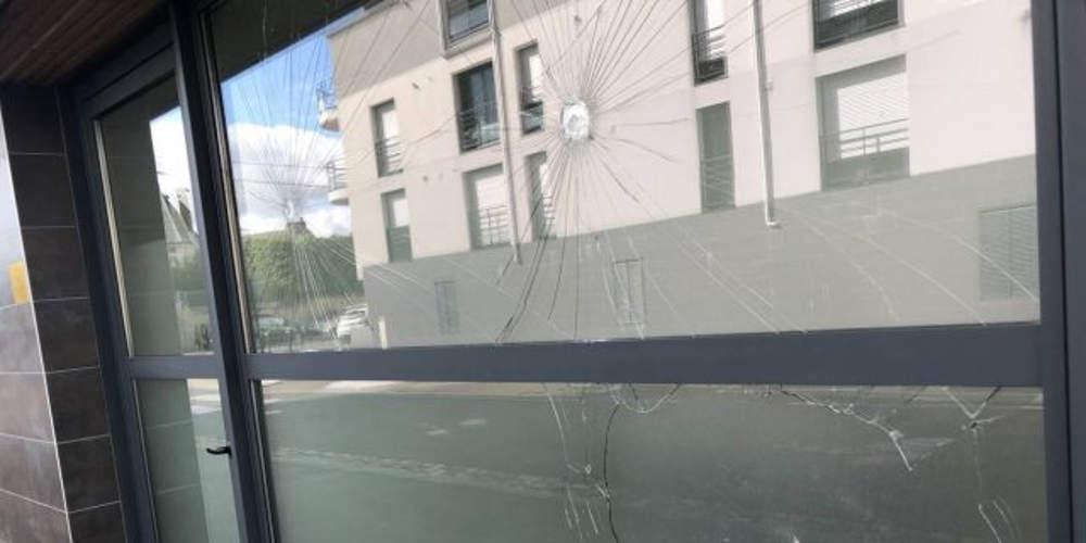 Επίθεση Γάλλων αντιεξουσιαστών στο ελληνικό προξενείο στη Ναντ [εικόνες]