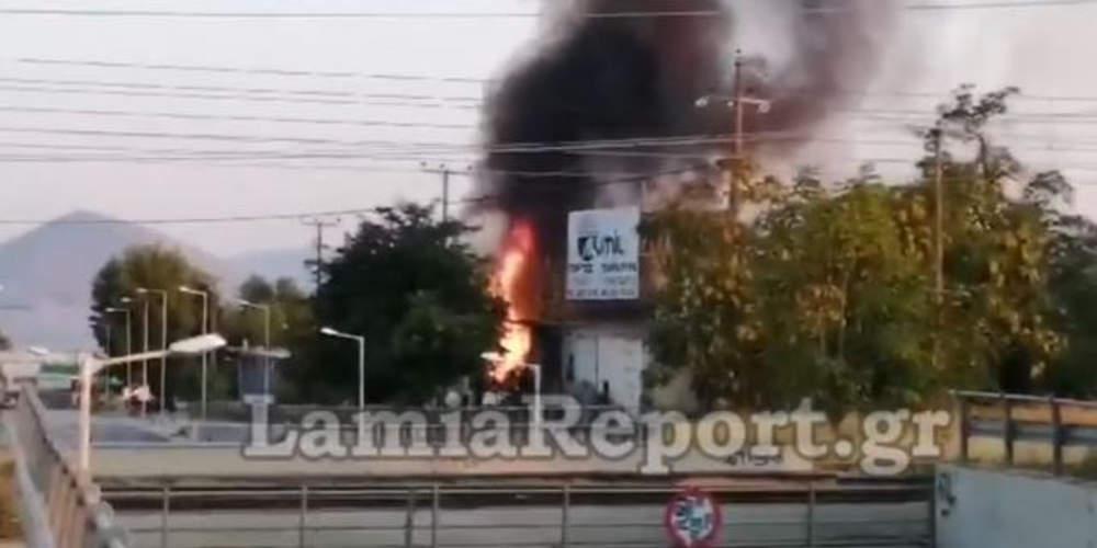 Μεγάλη πυρκαγιά στη Θήβα: Κάηκε ολοσχερώς τεράστια αποθήκη [βίντεο]