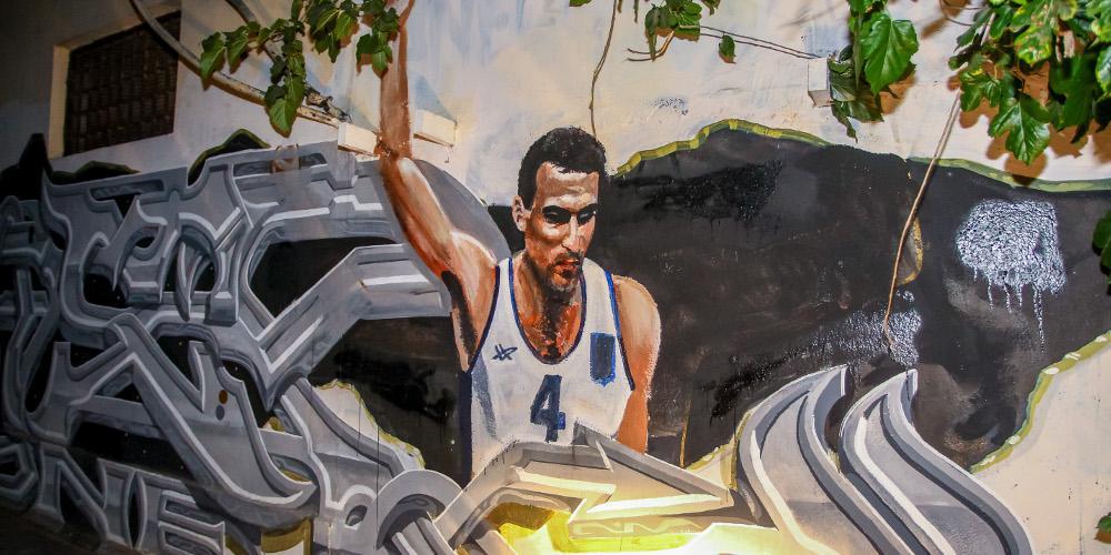 Αίσχος: Βεβήλωσαν ξανά το γκράφιτι του Νίκου Γκάλη στην Αθήνα [εικόνα]