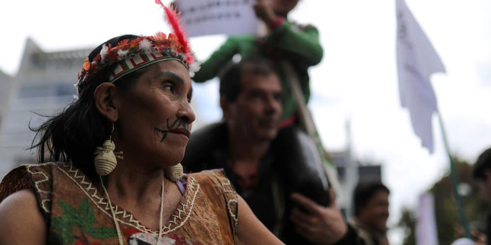 «Βέλη» Ινδιάνων κατά Μπολσονάρου: Θέλει να μας αποτελειώσει, πρέπει να τον ξεφορτωθούμε