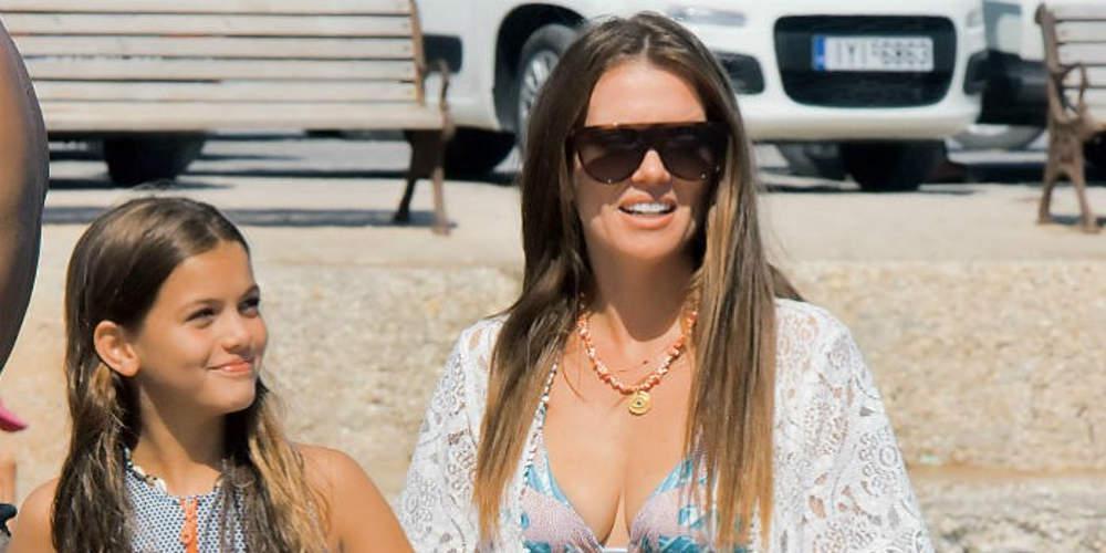 Στην παραλία με άψογο στιλ και την κόρη της η Κιμ Κίλιαν