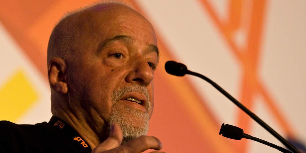 Ο Πάολο Κοέλιο ζήτησε συγγνώμη από τη Γαλλία για τη συμπεριφορά του Μπολσονάρου [βίντεο]