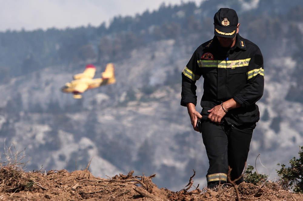 Φωτιά στο Λουτράκι - Μεγάλη κινητοποίηση της Πυροσβεστικής