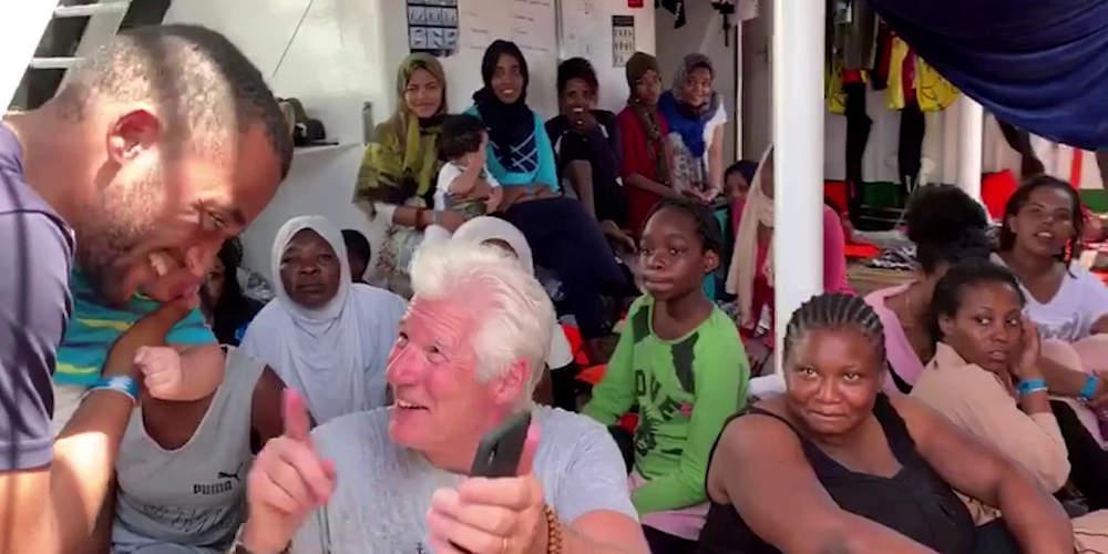 Επίθεση Σαλβίνι στον Ρίτσαρντ Γκιρ: Αν θέλει μετανάστες να τους πάρει στη βίλα του