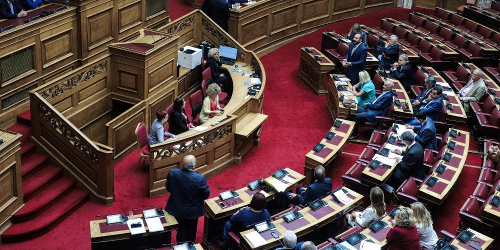 ΣΥΡΙΖΑ: Αποχωρεί από την ψηφοφορία για την τροπολογία προστασίας των λοιμωξιολόγων
