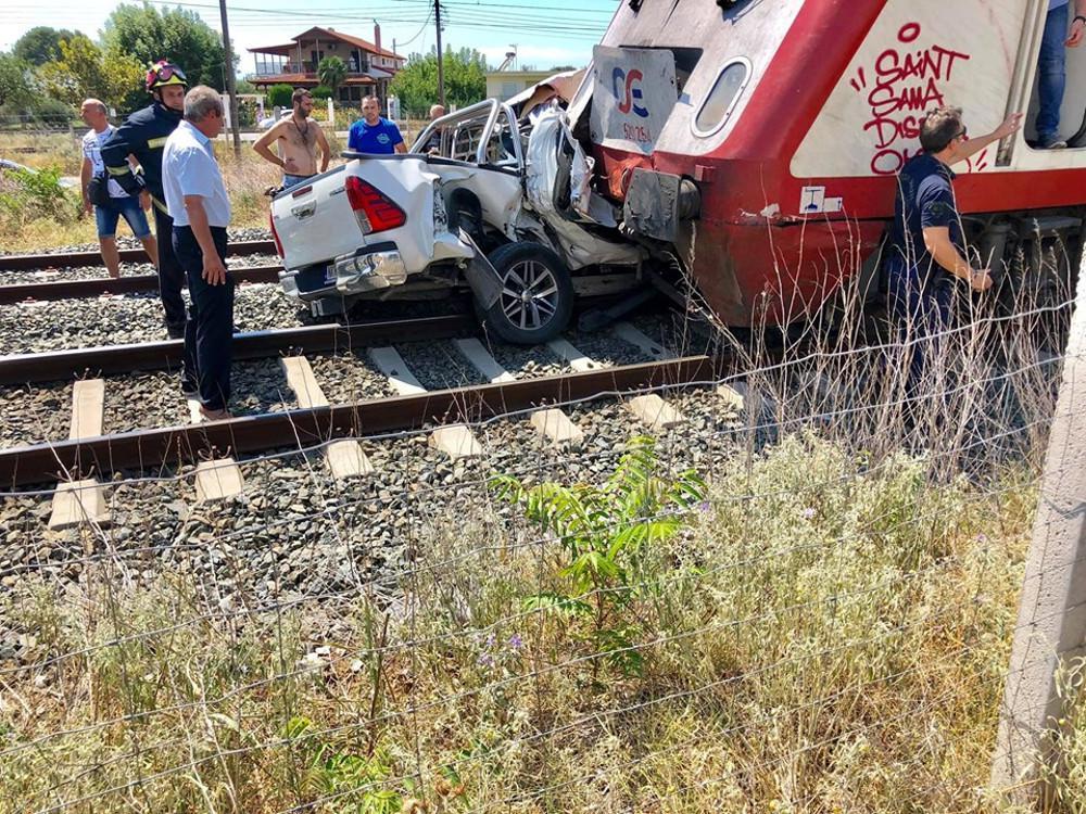 Σύγκρουση τρένου με αυτοκίνητο στη Θεσσαλονίκη [εικόνες]