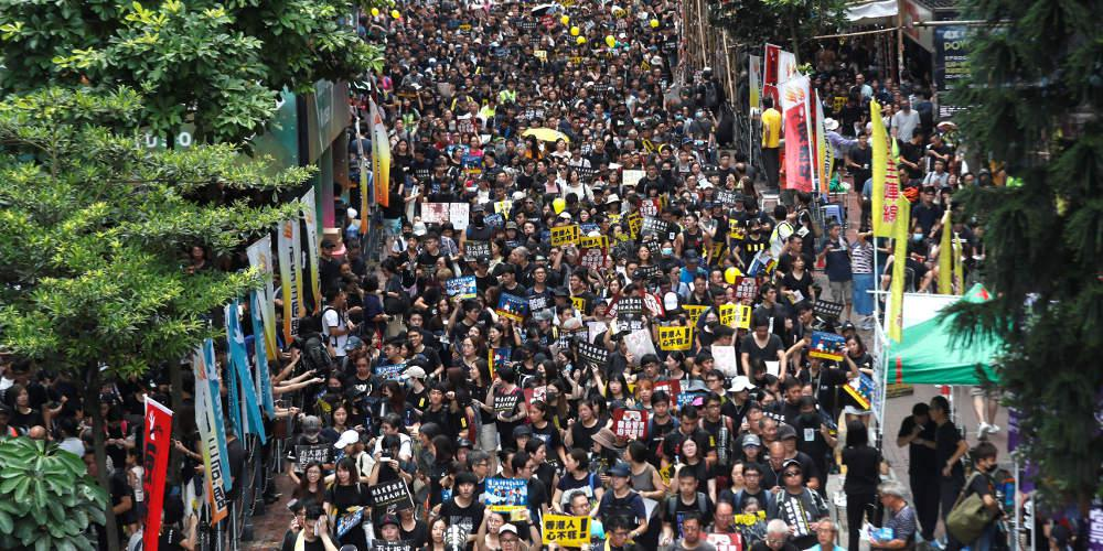 Χιλιάδες διαδηλωτές στους δρόμους του Χονγκ Κονγκ, έξι μήνες μετά την πρώτη μαζική αντικυβερνητική κινητοποίηση