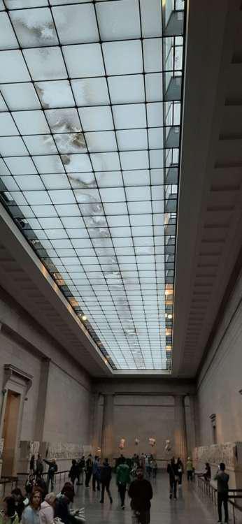 Μούχλα και δυσοσμία στην αίθουσα με τα Γλυπτά του Παρθενώνα στο Βρετανικό Μουσείο [εικόνες]