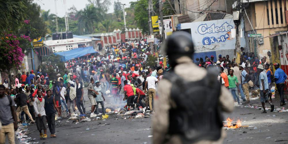 Άγριες διαδηλώσεις στην Αϊτή: Λεηλασίες, καμένα κτίρια και συγκρούσεις [εικόνες & βίντεο]