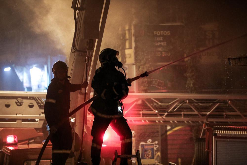 Σε κινητοποίηση όλος ο Μηχανισμός Πολιτικής Προστασίας της Περιφέρειας για την αντιμετώπιση της φωτιάς στο Μοσχάτο