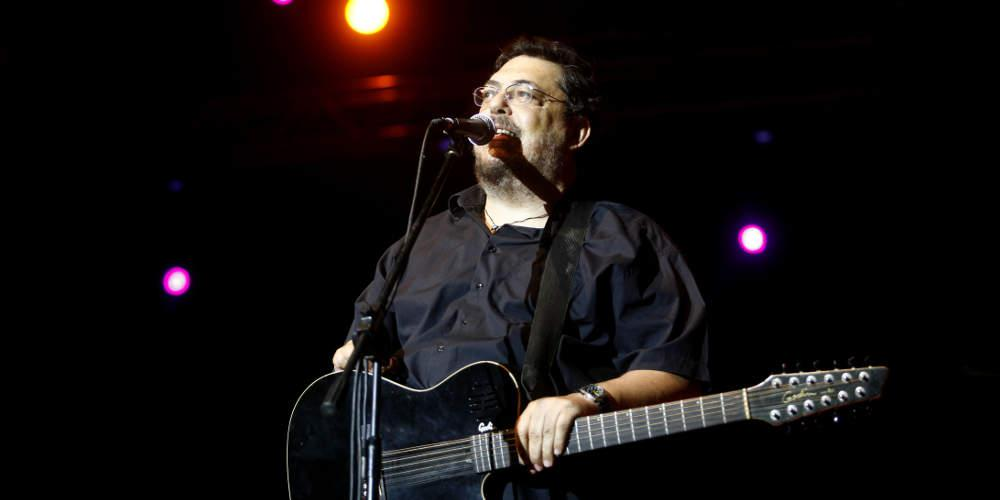 Λαυρέντης Μαχαιρίτσας: Το βιογραφικό του και τα τραγούδια που λατρεύτηκαν [βίντεο]