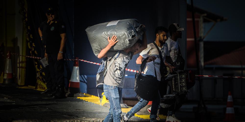 Στο λιμάνι του Πειραιά 99 πρόσφυγες και μετανάστες από νησιά του ανατολικού Αιγαίου