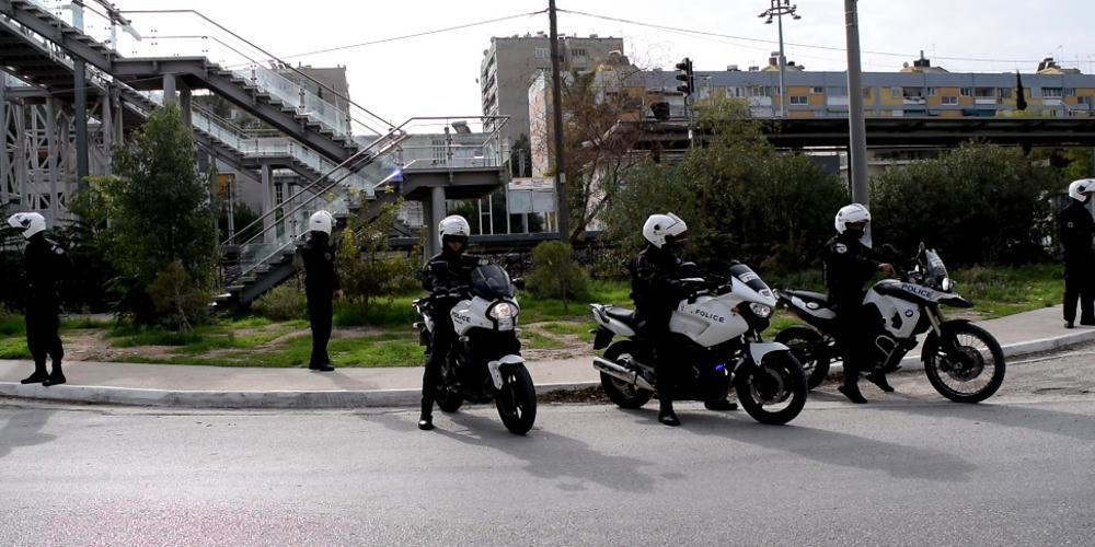 Επιτέθηκαν με μπογιές στο δημαρχείο Πεντέλης