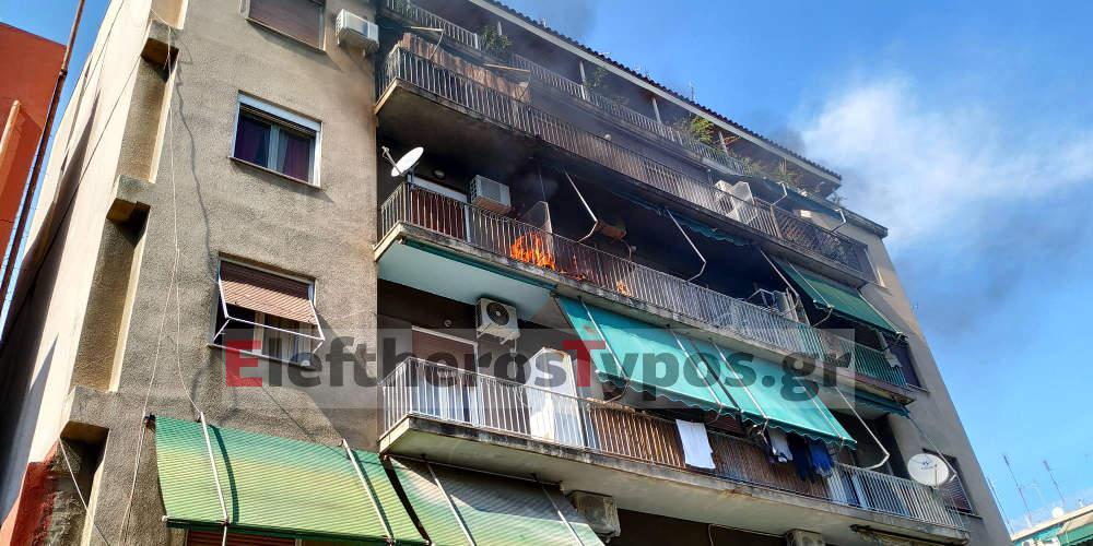 Πυρκαγιά σε πολυκατοικία στην Καλλιθέα [βίντεο]