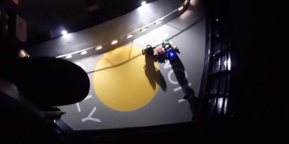 Συγκλονιστική νυχτερινή αερομεταφορά ασθενούς με ελικόπτερο του Πολεμικού Ναυτικού [βίντεο]