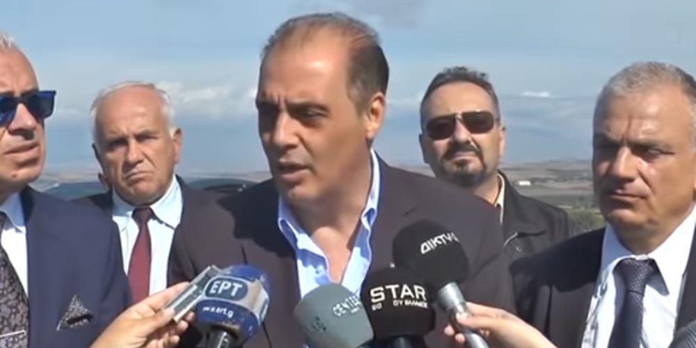 «Δεν χρειάζομαι υποβολέα»: Ο Βελόπουλος νευρίασε με βουλευτή του [βίντεο]