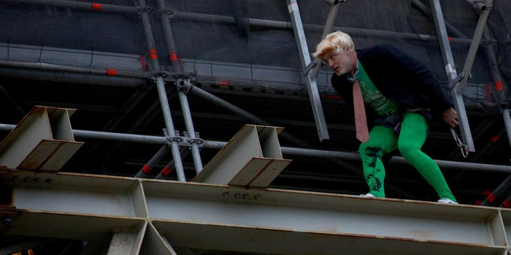 Διαδηλωτής σκαρφάλωσε στο Μπιγκ Μπεν στο πλαίσιο διαμαρτυρίας για το κλίμα [εικόνες]