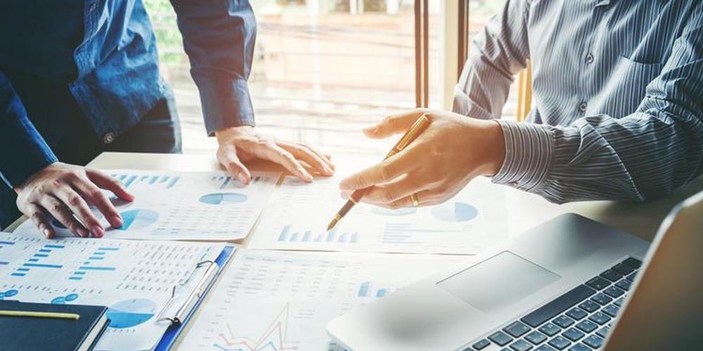 Μέρισμα στις επιχειρήσεις: Τα σχέδια της κυβέρνησης για «ανάσα» στην αγορά