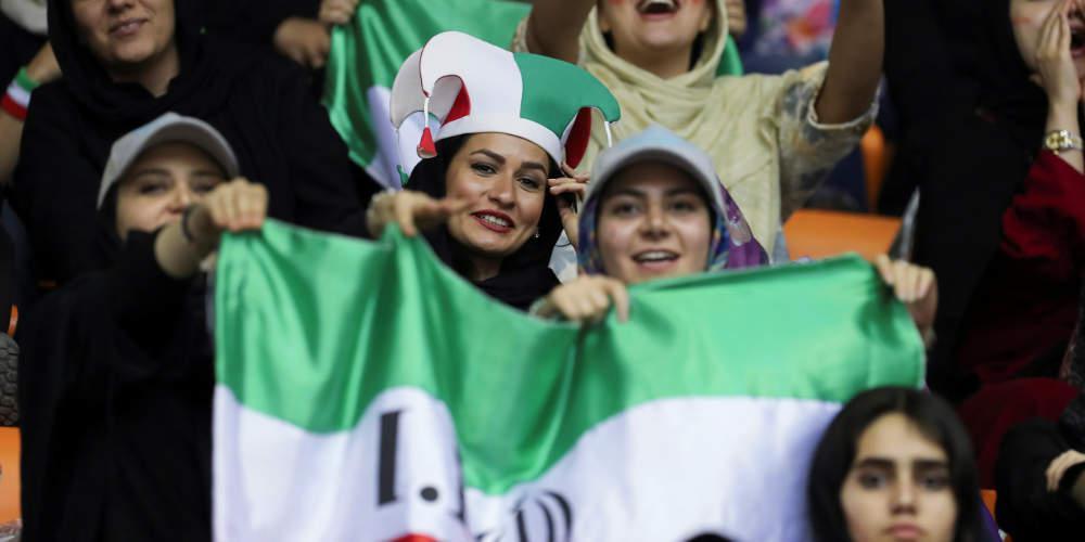 Οι γυναίκες του Ιράν επιστρέφουν στα γήπεδα… αλλά σε «ειδικές» θύρες-κλουβιά [εικόνες]
