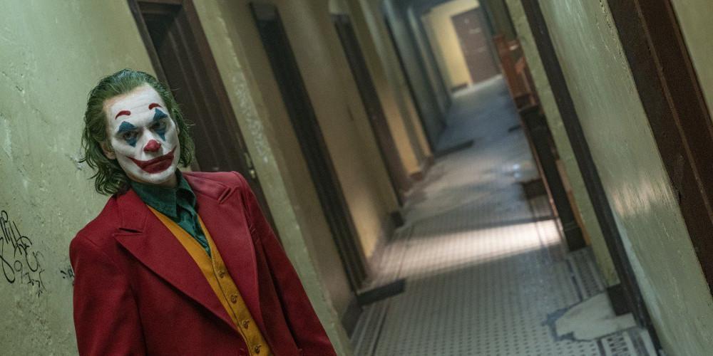 Ενήλικοι στο δωμάτιο εναντίον Joker