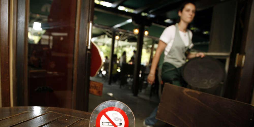 Πολίτες και καταστηματάρχες «αγκαλιάζουν» τον αντικαπνιστικό νόμο - Τι έδειξε η πρώτη εβδομάδα ελέγχων