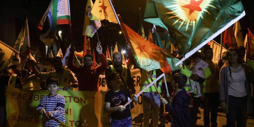 Συγκέντρωση διαμαρτυρίας από Κούρδους στην τουρκική πρεσβεία στην Αθήνα