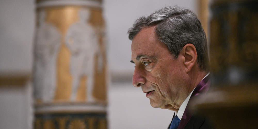 Τιμήθηκε από την Ακαδημία Αθηνών ο Ντράγκι: Οι πολιτικοί να μάθουν από το παρελθόν